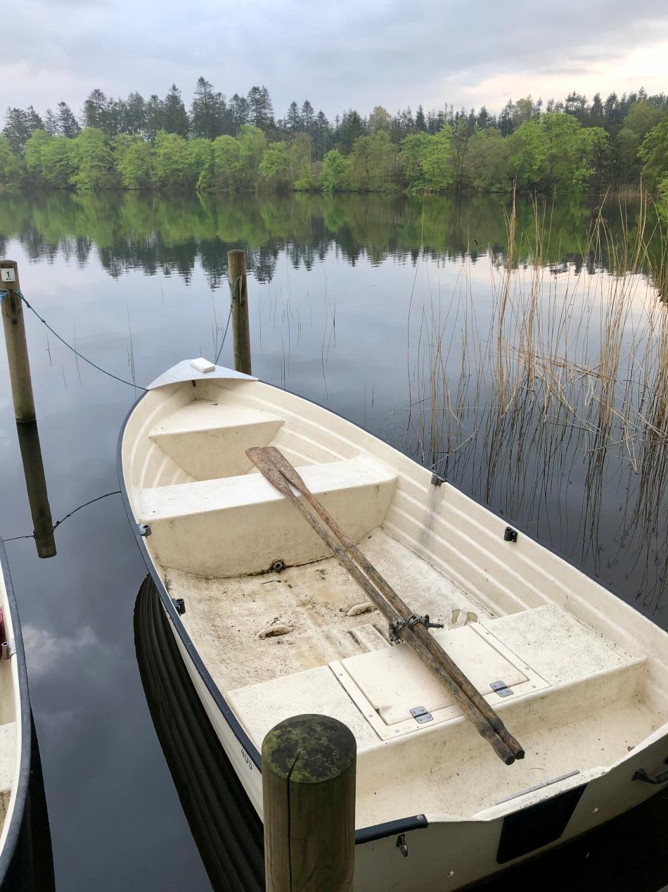 """Båden ved """"Myrhus"""" i Brassø"""
